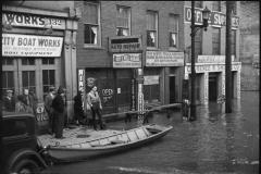 Carl-Mydans-Ohio-River-in-flood-Louisville-Kentucky-1936