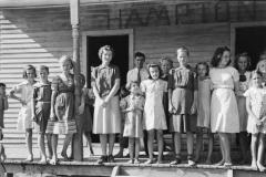 Marion-Post-Wolcott-Mountain-children-on-steps-of-school-in-Breathitt-County-Kentucky-1940