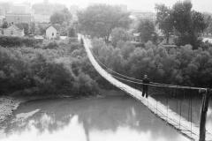 Marion-Post-Wolcott-Mountaineer-crossing-the-Kentucky-River-over-swinging-bridge-Jackson-Breathitt-County-Kentucky-1940